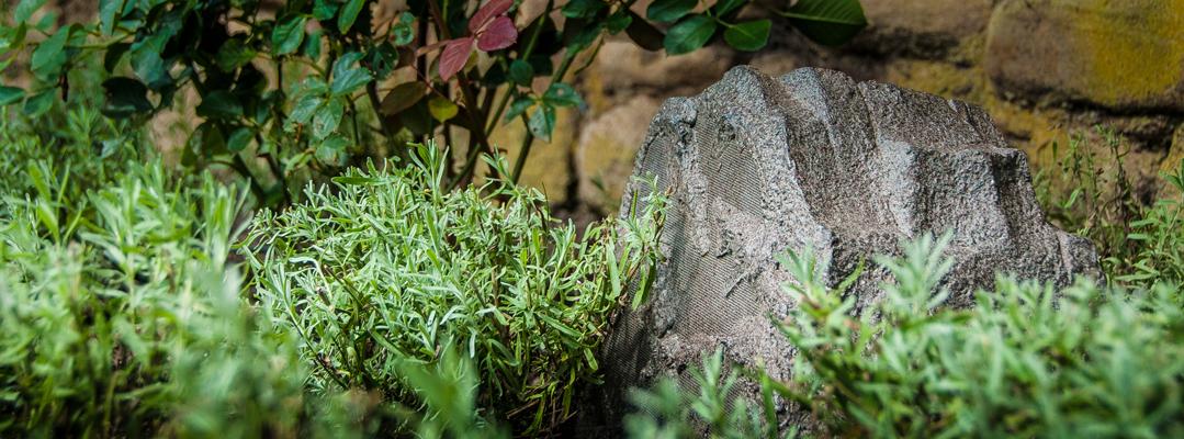 Außenlautsprecher zur Gartenbeschallung im Steindesign