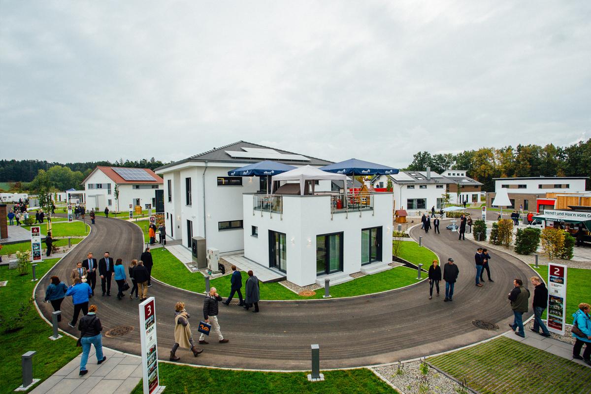 """Fertighauswelt Günzburg - Modernste Ausstellung der Hausbaubranche mit """"Kuchem - Konferenz Technik"""" und """"mediacraft"""""""